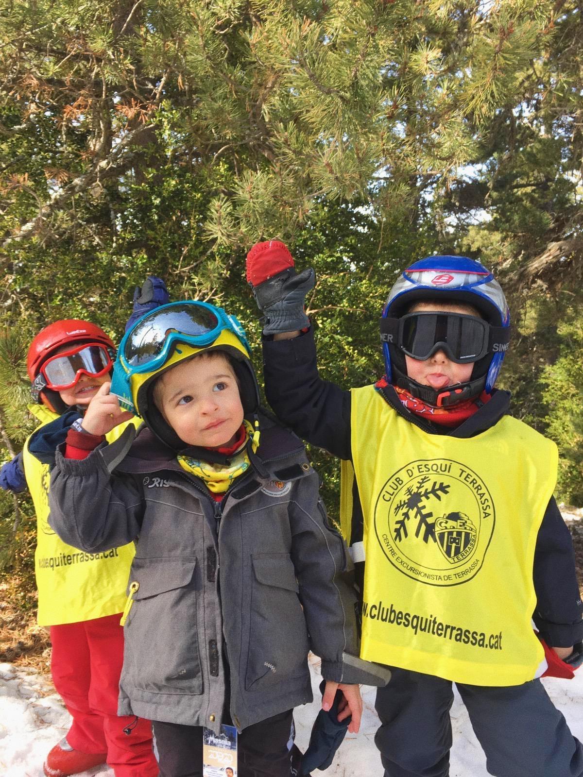 Curs d'esquí per nens